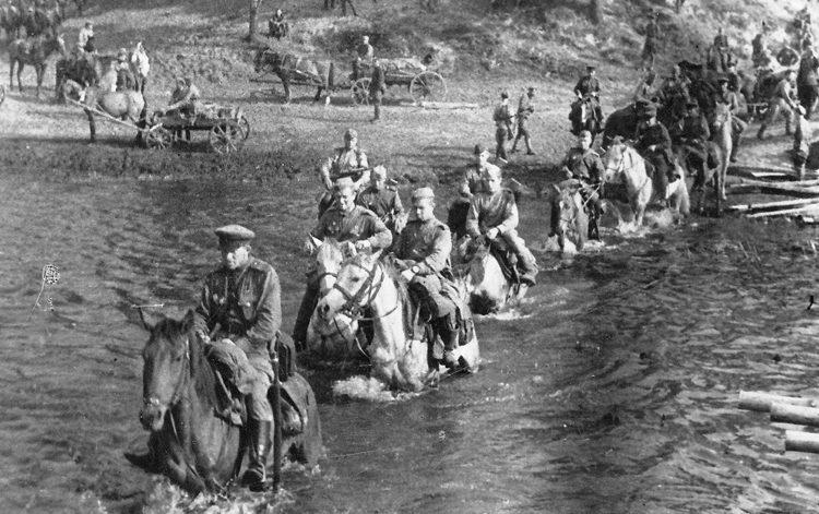 Кавалеристы 50-й особой кавалерийской дивизии, сформированной в 1941 году в Армавире, на учениях. 1943 г.