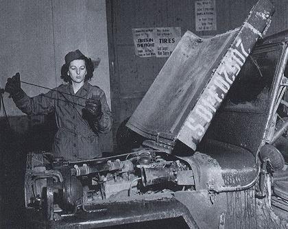 Военнослужащая WAC – автомеханик. 1944 г.