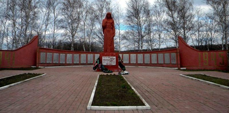с. Тулянка Валуйского городского округа. Мемориал в честь земляков, погибших в годы войны.