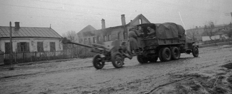 Красная Армия входит в Бердичев. 5 января 1944 г.