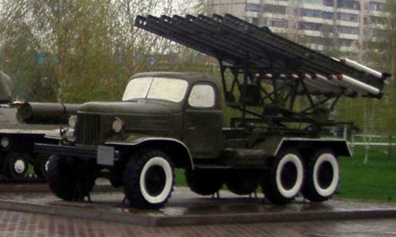 Боевая машина БМ-13 на смотровой площадке.