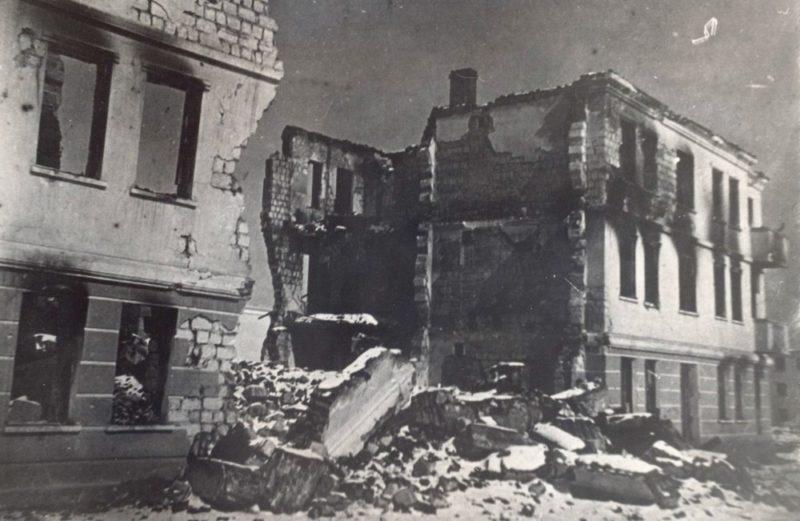 Остатки здания Дома учителя. 1043 г.