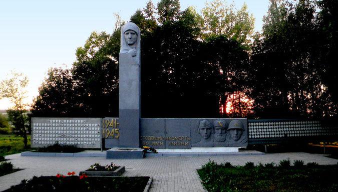 с. Афанасово Корочанского р-на. Памятник по улице Центральной, установленный в честь земляков, не вернувшимся с войны.