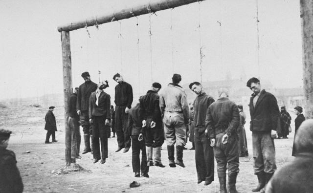 Казнь партизан. 1941 г.
