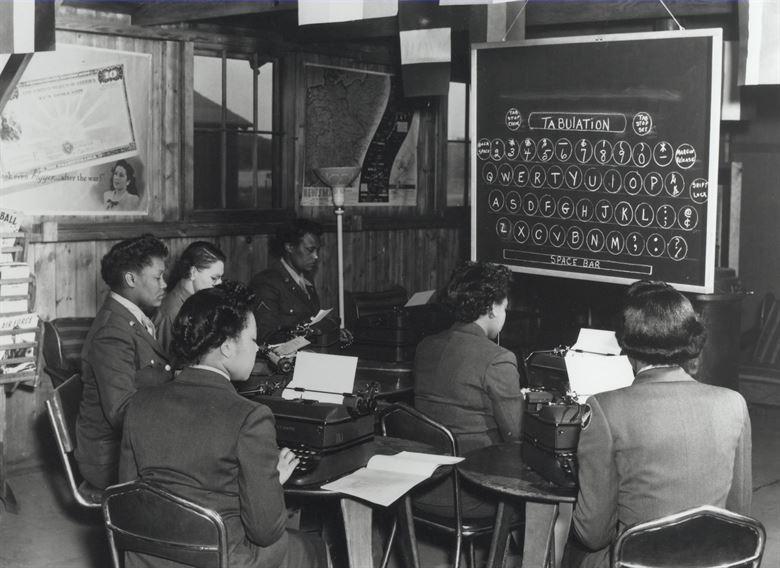 Курсы машинисток WAC. 1944 г.