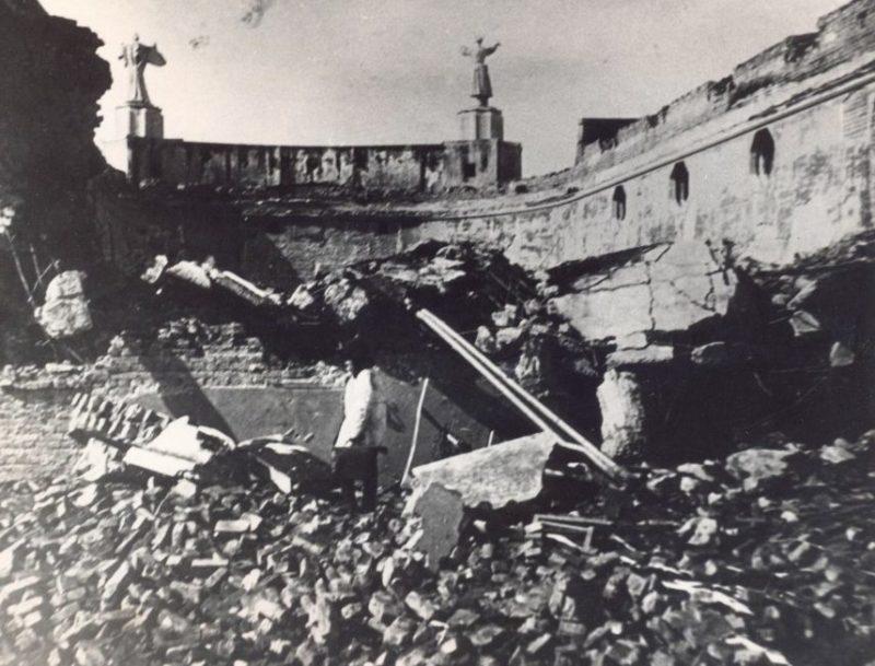 Взорванный кинотеатр «Победа» на улице Кабардинской. 1943 г.
