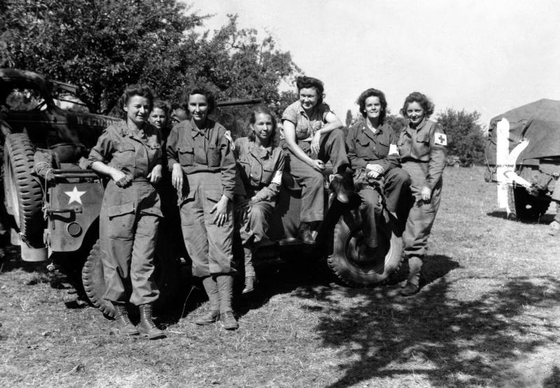 Американские медсестры полевого госпиталя во Франции. 12 августа 1944 г.
