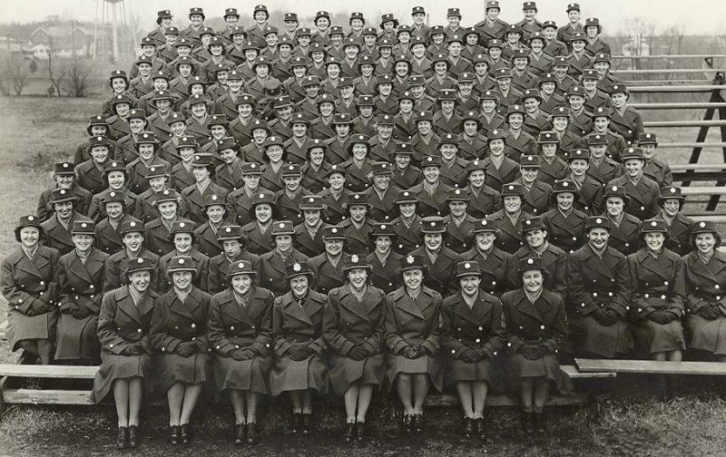 Выпускной курс в школе WAC в Форт-Де-Мойн. Апрель 1944 г.