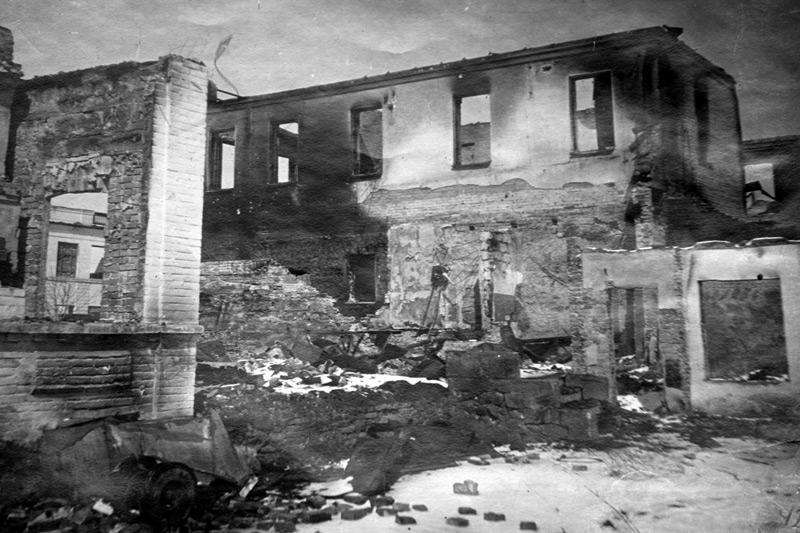 Разрушенное здание управления НКВД. 1943 г.
