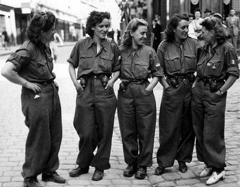Женщины члены FFI (французских внутренних войск). 16 августа 1944 г.