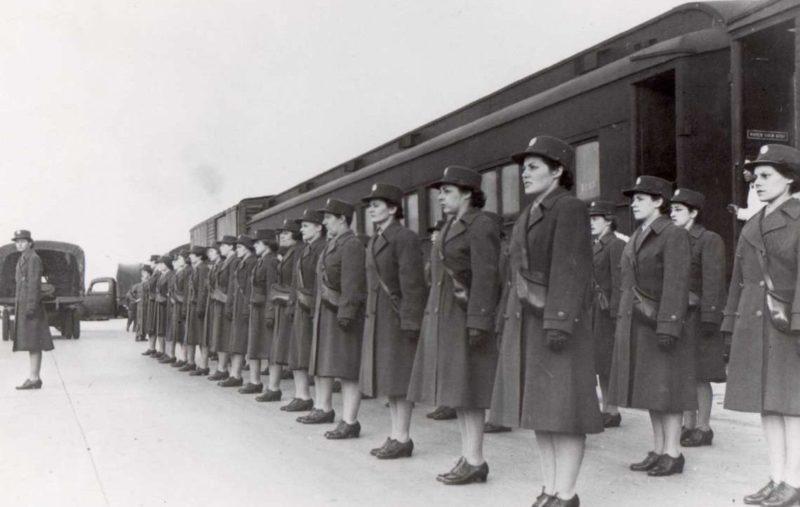 Отправка выпускников школы в Форт-Де-Мойн по воинским частям. 1944 г.