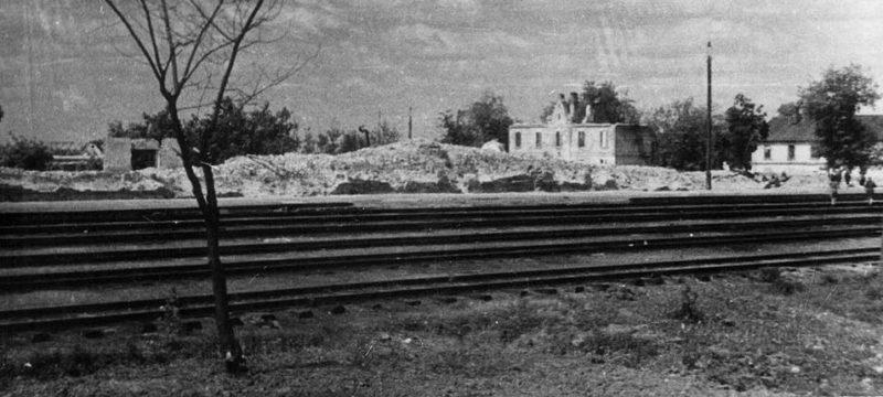 Руины железнодорожного вокзала. 1944 г.