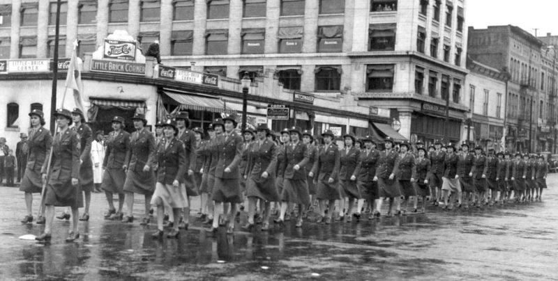 Марш медицинского подразделения WAC в Форт-Джордж-Райт. 1944 г.