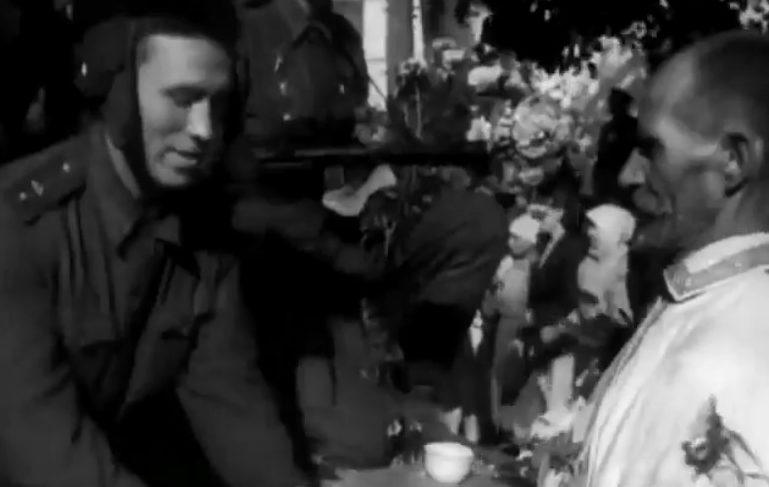 Местное население встречает освободителей. 21 сентября 1943 г.