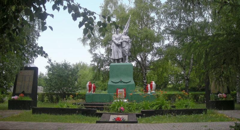с. Большая Халань Корочанского р-на. Памятник, установленный в честь земляков, не вернувшимся с фронтов Великой Отечественной войны.