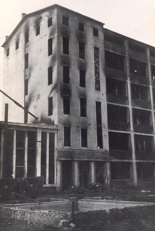 Сожженное здание элеватора. 1943 г.