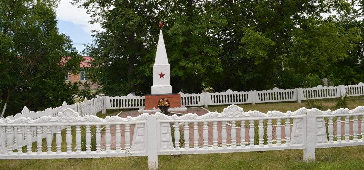 с. Советское Алексеевского городского округа. Братская могила по улице Мира 1в, в которой похоронено 485 советских воинов, в т.ч. 381 неизвестный, погибших в боях с фашистскими захватчиками в 1943 году.