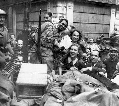 Местные жители встречают освободителей. Марсель, 23 августа 1944 г.