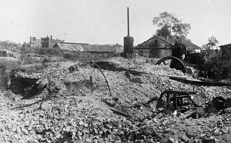 Развалины городской мельницы. 1943 г.