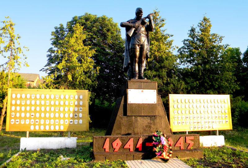 с. Ивица Корочанского р-на. Памятник по улице Центральной, установленный на братской могиле, в которой похоронен 51 советский воин, погибший в 1943 году.