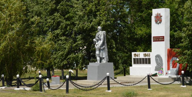 п. Тютюнниково Алексеевского городского округа. Мемориала по улице Центральная 5/1, установленный на братской могиле, в которой похоронено 178 советских воинов, погибших в годы войны.