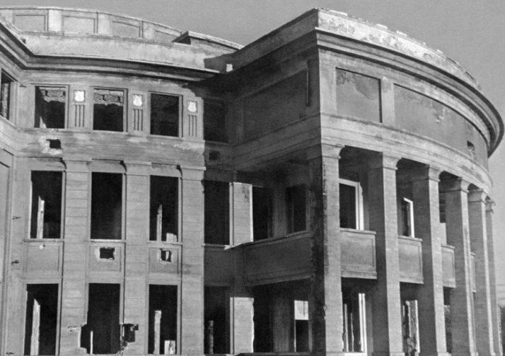 Здание драмтеатра. 1944 г.