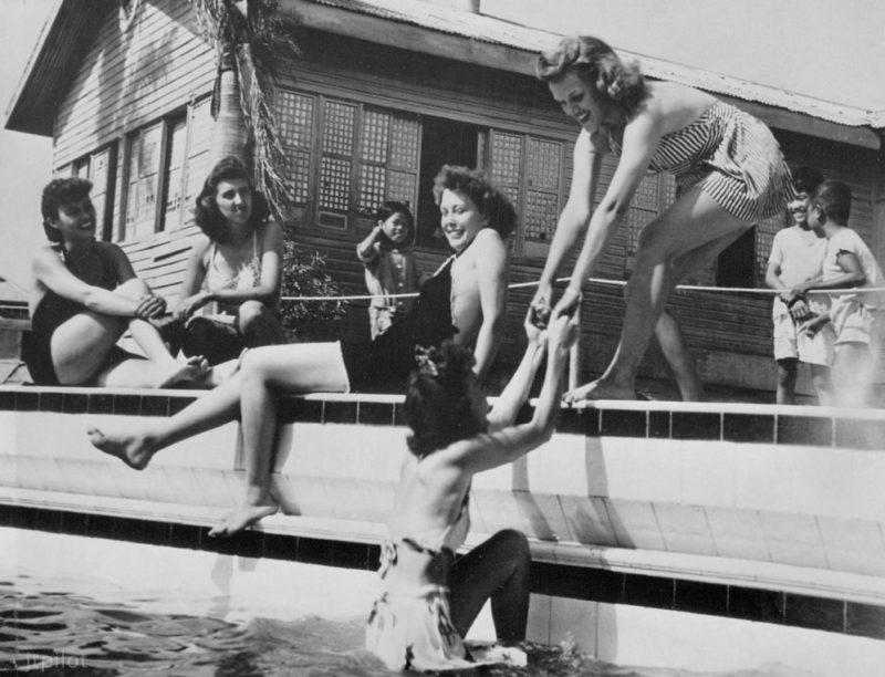 Военнослужащие WAC на отдыхе. Манила, 19 апреля 1945 г.