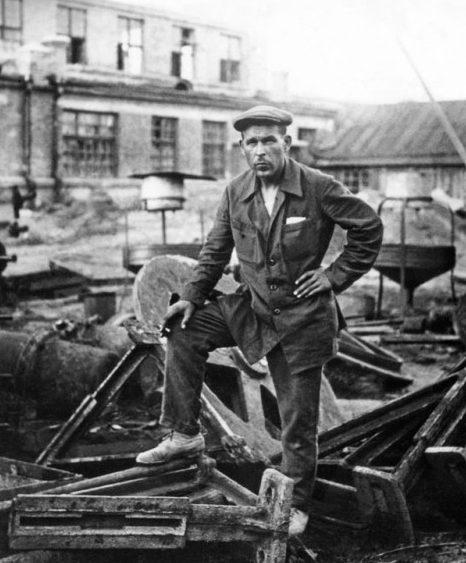 Руины литейного цеха завода имени Кирова. 1944 г.