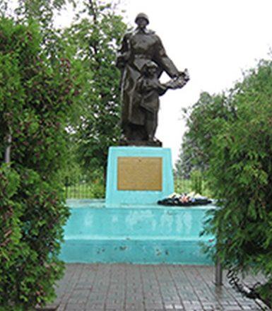 с. Большие Липяги Вейделевского р-на. Памятник по улице Мира 74 в честь погибших воинов.