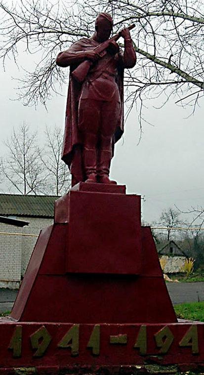 с. Клиновец Корочанского р-на. Братская могила и памятник погибшим землякам.