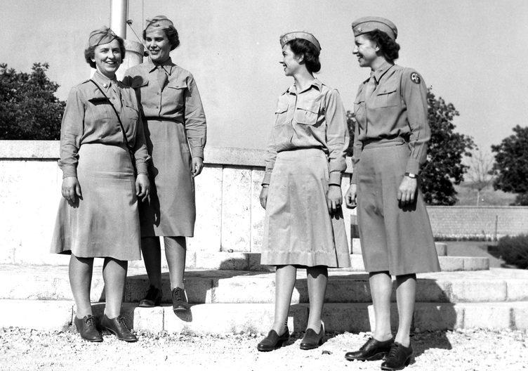 Офицеры WAC. Казерта, Италия, июнь 1945 г.