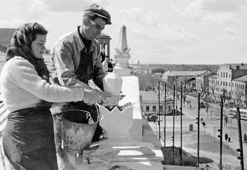 Восстановление города. 1944 г.