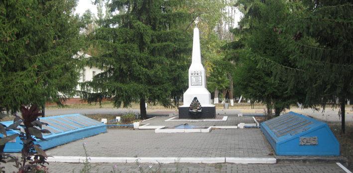 с. Щербаково Алексеевского городского округа. Мемориал по улице Центральная 24, установленный на братской могиле, в которой захоронено 14 советских воинов, погибших в 1943 году.