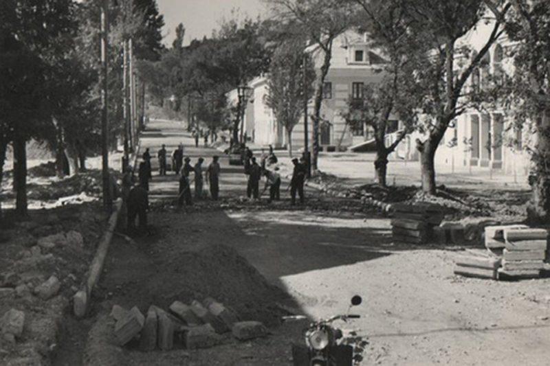 Восстановление городской улицы. 1943 г.
