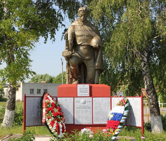 с. Беломестное Белгородского р-на. Памятник по улице Центральная 64а, установленный на братской могиле, в которой захоронено 206 советских воинов, погибших в 1943 году.