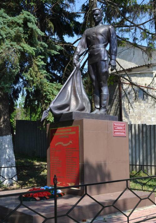 с. Бессоновка Белгородского р-на. Памятник по улице Гордиенко 17в, установленный на братской могиле, в которой похоронено 7 советских воинов, погибших в 1943 году.