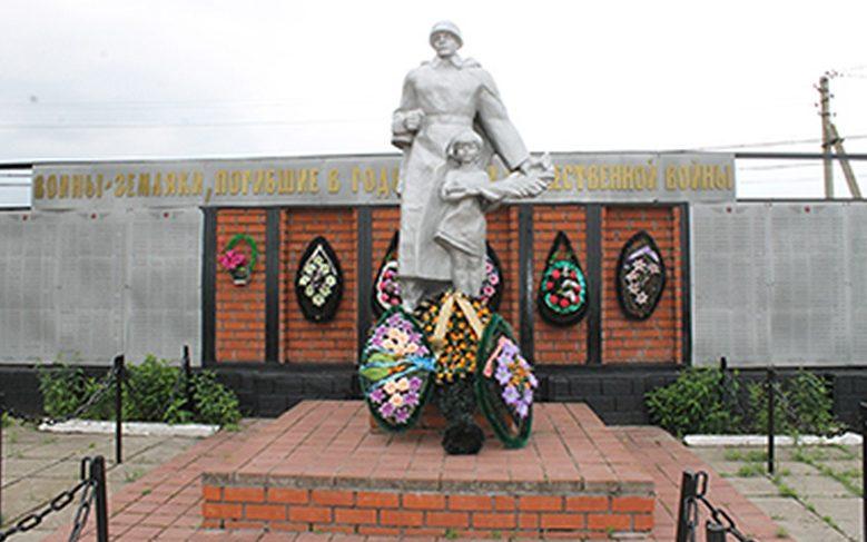 с. Дегтярное Вейделевского р-на. Памятник по улице Центральной в честь погибшим советских воинов.
