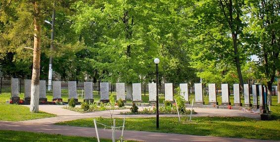 г. Короча. Памятник воинам-землякам, погибшим в годы войны.