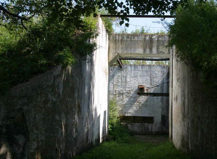 Вход в подземную часть башни.