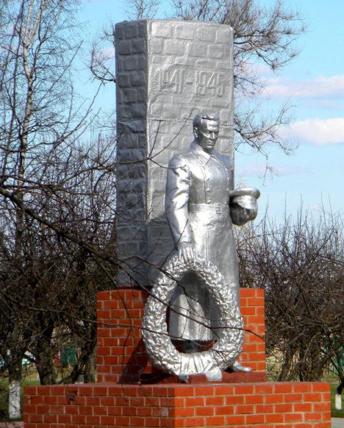 с. Кощеево Корочанского р-на. Памятник, установленный на братской могиле, в которой похоронено 122 советских воина.