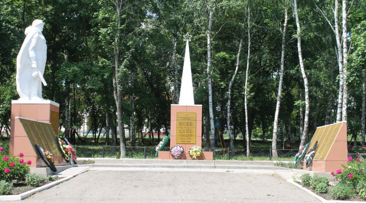с. Кубраки Вейделевского р-на. Памятник по улице Школьной, установленный на братской могиле, в которой похоронено 10 советских воинов, погибших в 1943 году.