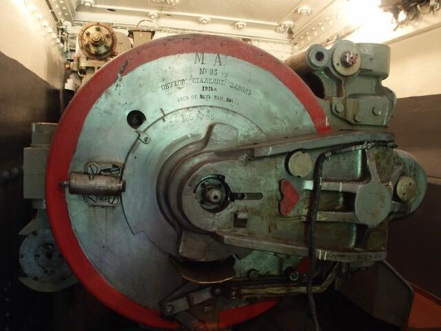 Вид на казенную часть орудия.