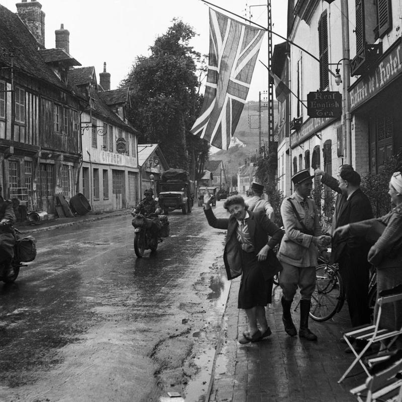 Улица освобожденного британцами Les Andelys. 31 августа 1944 г.