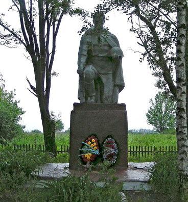 с. Мазикино Корочанского р-на. Памятник, установленный на братской могиле, в которой похоронено 20 советских воинов.