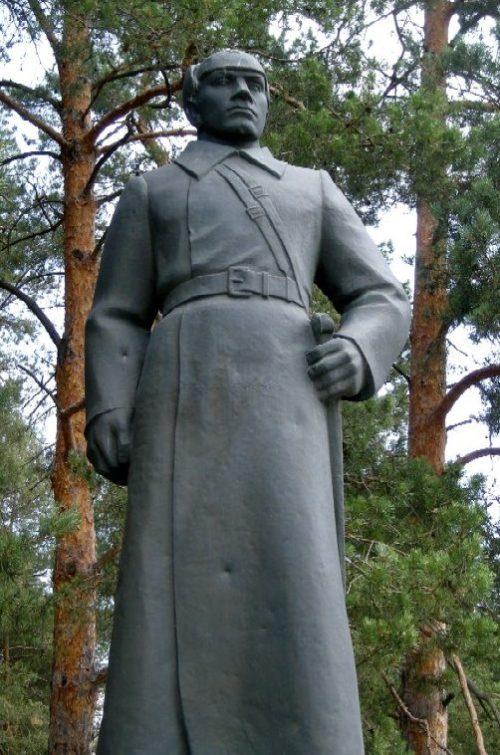 п. Волоконовка. Памятник Герою Советского Союза Курочкину Т.П. на одноименной улице.