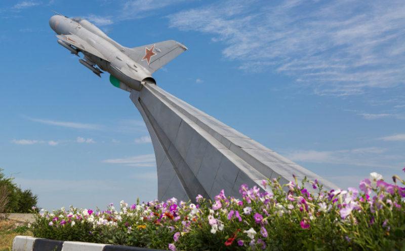 п. Волоконовка. Памятник лётчикам истребителям 8 воздушной армии и лётчикам-землякам, героически сражавшимся в годы войны.