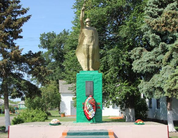 с. Красный Хутор Белгородского р-на. Памятник, установленный на братской могиле, в которой похоронено 14 советских воинов, погибших в 1943 году.