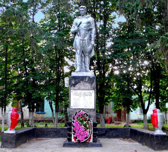 п. Плодовоягодный Корочанского р-на. Памятник воинам землякам, погибшим в годы Великой Отечественной войны.
