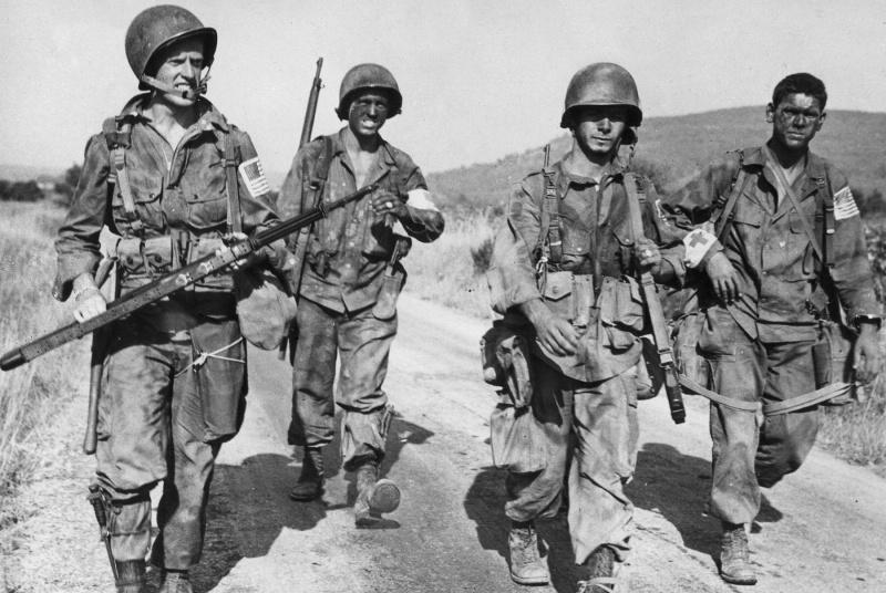 Десантники 517-го парашютного полка США после высадки в южной Франции. Август 1944 г.
