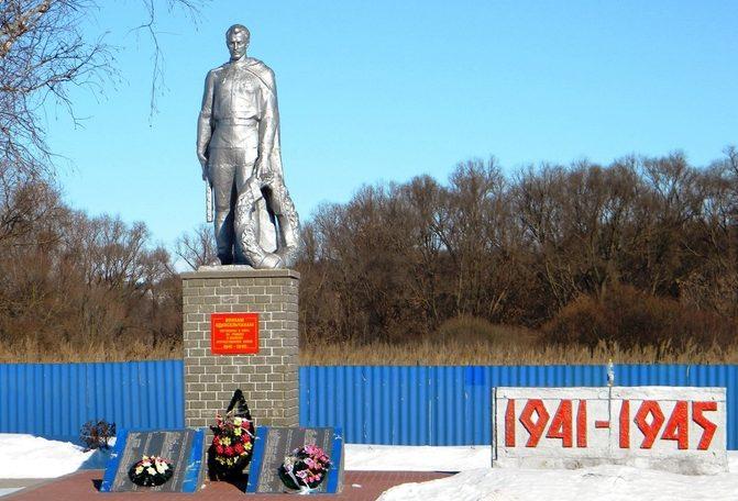 с. Голофеевка Волоконовского р-на Памятник по улице Зеленой, установленный в честь воинов-земляков, погибших в годы войны.